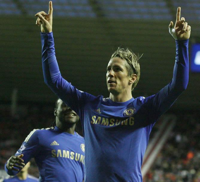 El delantero español Fernando Torres celebrando uno de los dos tantos que anotó este fin de semana ante el Sunderland en la Premier League
