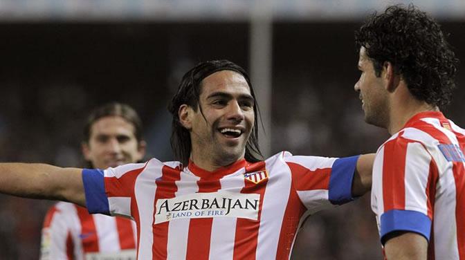 Falcao celebra uno de sus cinco goles al Deportivo