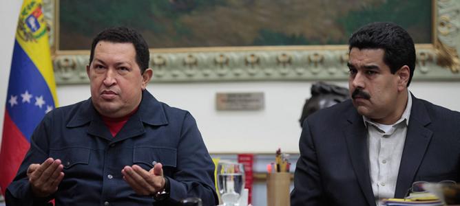 El presidente de Venezuela, Hugo Chávez, acompañado del vicepresidente y ministro de Relaciones Exteriores, Nicolás Maduro.