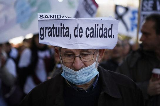 FOTOGALERIA: Uno de los manifestantes en la manifestación de este domingo