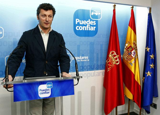 El diputado del PP Santiago Cervera fue detenido este domingo, aunque quedó en libertad tras prestar declaración, por su presunta implicación en un intento de chantaje económico al presidente de Caja Navarra, José Antonio Asiáin, al que se le exigieron 25.000 euros