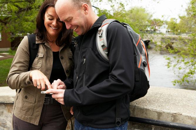 Los viajeros utilizan las redes sociales especializadas en viajes para mostrar sus fotos y sus rutas