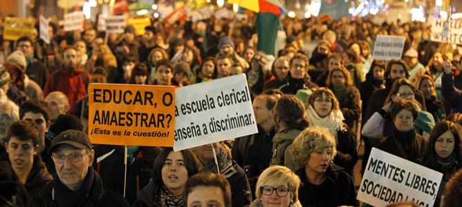 Manifestación en Madrid convocada por la Plataforma Estatal por la Enseñanza Pública contra los recortes y la reforma educativa.