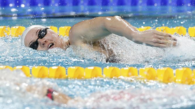 La nadadora balear se hizo con el oro en los Mundiales de piscina corta en Estambul