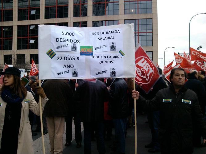Más de trescientos delegados sindicales se han concentrado para protestar contra el plan de reestructuración de Bankia