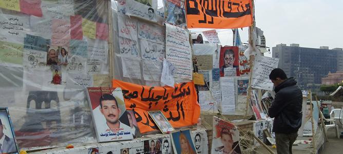 Forografías y carteles de los opositores a Mursi en El Cairo.