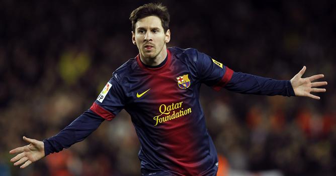 El delantero argentino del FC Barcelona, Leo Messi, celebra la consecución del tercer gol de su equipo ante el Atlético de Madrid, durante el partido de la decimosexta jornada de liga en Primera División