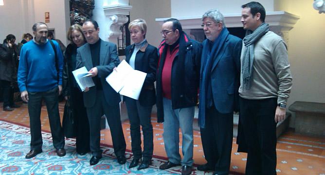 UGT y Comisiones Obreras han pedido a la Defensora del Pueblo que recurra el decreto de no revalorización de las pensiones del Gobierno