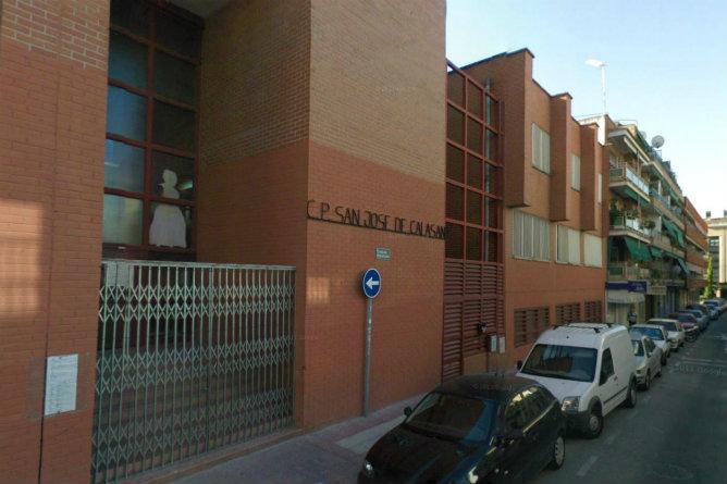 Los alumnos del colegio San José de Calasanz han sido evacuados del centro al haberse encontrado un obús de la Guerra Civil