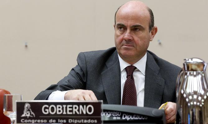 El ministro de Economía. Luís de Guindos, durante su comparecencia ante la Comisión de Economía del Congreso