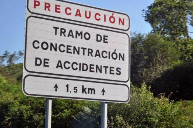 Señal de tráfico que informa sobre un tramo en el que se concentran gran cantidad de accidentes
