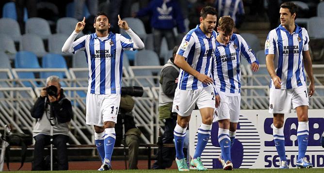 Vela celebra el primer gol de la Real Sociedad