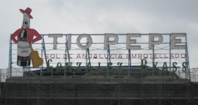 El famoso cartel luminoso del Tío Pepe regresa a la Puerta del Sol