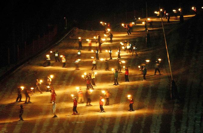Descensos de antorchas para despedir el año esquiando