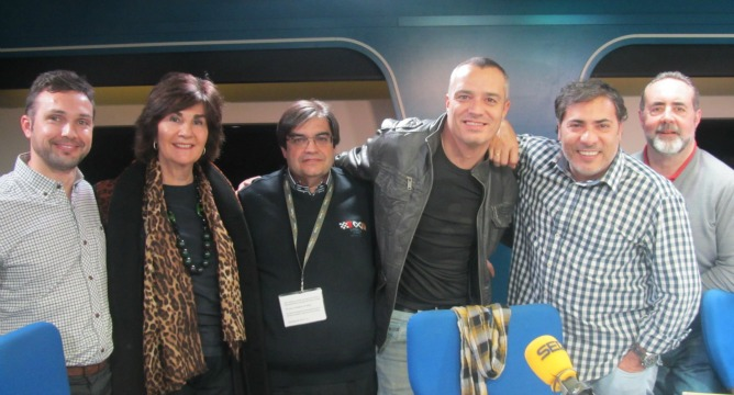 Christian Jiménez, Isabel Maestre y Juancho Asenjo junto al equipo
