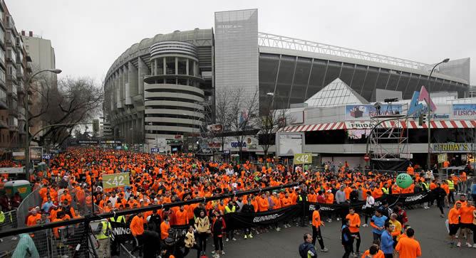 Unos 39.000 corredores permanecen en la avenida de Concha Espina de la capital desde donde ha partido la San Silvestre Vallecana popular
