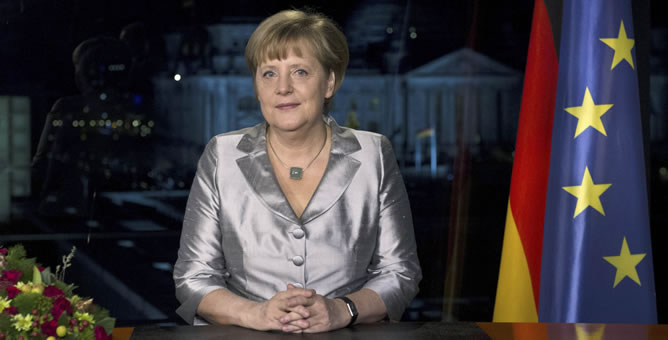 La canciller alemana Angela Merkel posa tras grabar el discurso de Añó Nuevo