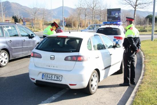 Un dels controls muntats pels Mossos d'Esquadra i la Policia Local de Roses