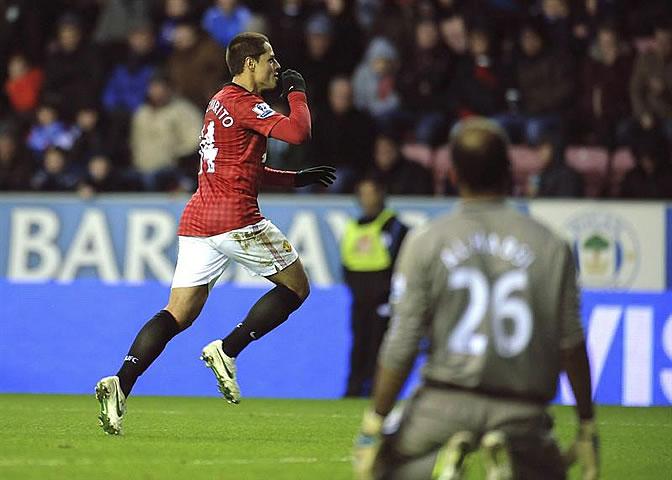 Javier 'Chicharito' Hernandez celebra su tanto ante el Wigan