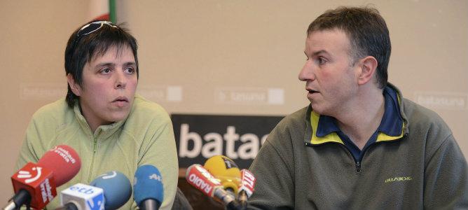 Maite Goyenetxe (i) y Jean-Claude Aguerre, miembros del partido independentista vasco Batasuna