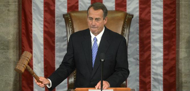 El legislador republicano John Boehner, llama al orden con el mazo del presidente de la Cámara de Representantes de EEUU