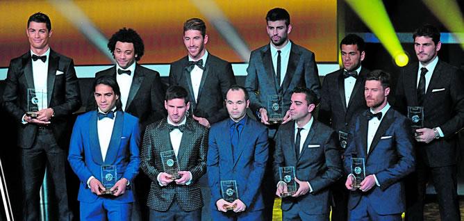 Los elegidos han sido Iker Casillas; Dani Alves, Sergio Ramos, Piqué, Marcelo; Xabi Alonso, Xavi Hernández, Cristiano Ronaldo, Iniesta; Radamel Falcao y Leo Messi.