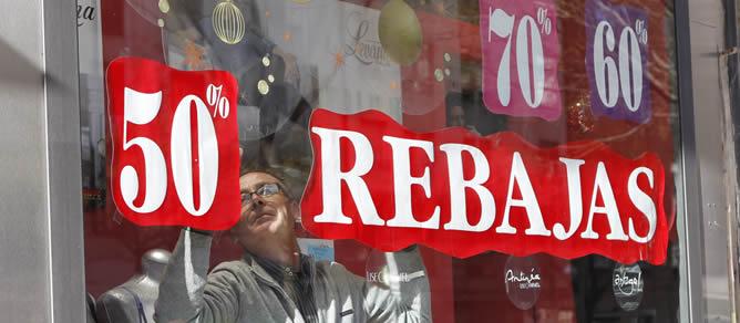Un comercio textil de la Comunidad de Madrid comienza la temporada de rebajas