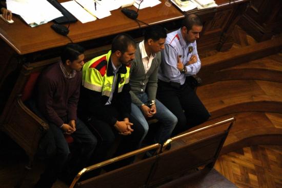 Samuel C.A., entre els dos agents, condemnat per ordenar l'assassinat de Daniel Martínez, qui volia deixar la banda llatina.