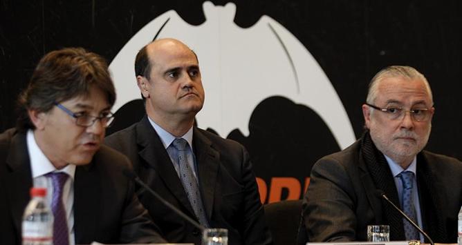 El excapitán del Valencia C.F. y exconsejero del club, Fernando Colomer, durante la rueda de prensa que ha ofrecido este miércoles en un céntrico hotel en la que ha anunciado un nuevo proyecto para presidir la entidad valencianista.