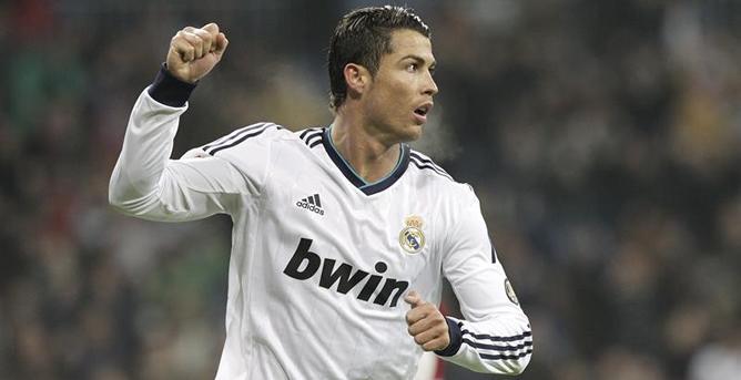 El delantero portugués del Real Madrid, Cristiano Ronaldo, celebra la consecución del segundo gol de su equipo ante el Celta, en el partido de vuelta de los octavos de final de la Copa del Rey que se disputa esta noche en el estadio Santiago Bernabéu