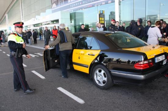 Un taxi a l'aeroport del Prat