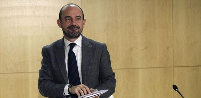 El exvicealcalde de Madrid Miguel Ángel Villanueva, al término de la rueda de prensa que ha ofrecido hoy poco después de haber presentado su dimisión de este cargo a la alcaldesa de Madrid, Ana Botella