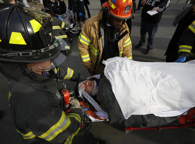Una mujer herida tras el choque de un transbordador contra un muelle en Nueva York