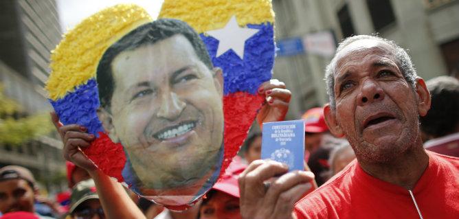 """Para este jueves, está convocada una concentración popular en apoyo a Chávez. Las autoridades asistentes de los 22 países y las invitadas a la concentración han deseado al gobernante """"un pronto regreso a Venezuela""""."""