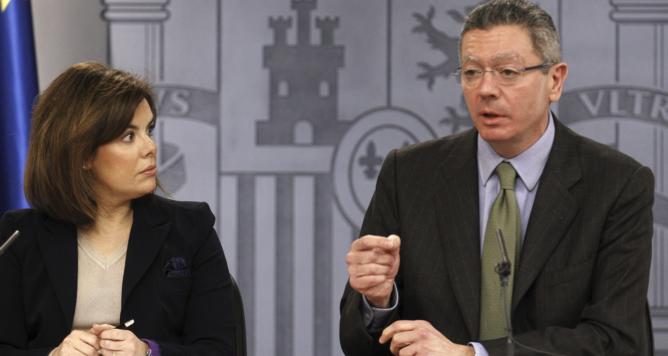 La vicepresidenta del Gobierno, Soraya Sáenz de Santamaría, durante la rueda de prensa posterior al Consejo de Ministros