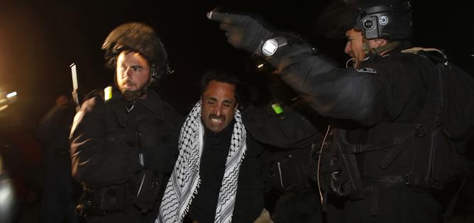 La policía israelí ha evacuado este domingo el campamento palestino de Bab El Shams, instalado en la zona de Jerusalén Este en la que el Gobierno israelí quiere establecer la controvertida colonia judía E1.