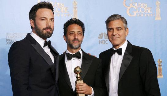 FOTOGALERIA: El director de 'Argo', Ben Affleck posa con los productores Heslov y Clooney
