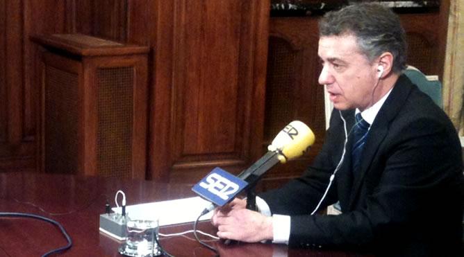 El lehendakari, Iñigo Urkullu, en los micrófonos de la Cadena SER