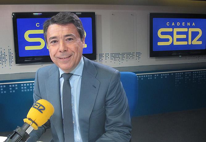 """El presidente de la Comunidad de Madrid defiende cobrar el euro por receta pese a que la medida será recurrida por el Gobierno de Rajoy porque """"es una medida legítima que racionaliza el gasto"""""""