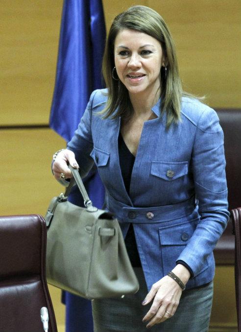 La presidenta de Castilla-La Mancha y secretaria general del PP, María Dolores Cospedal, a su llegada a la reunión del grupo popular de la Cámara Alta