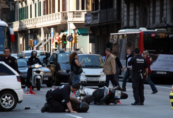 Imatge d'arxiu d'un accident de moto a la Via Laietana de Barcelona