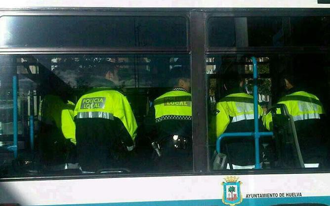 La Policía local de Huelva, en autobus por la falta de coches