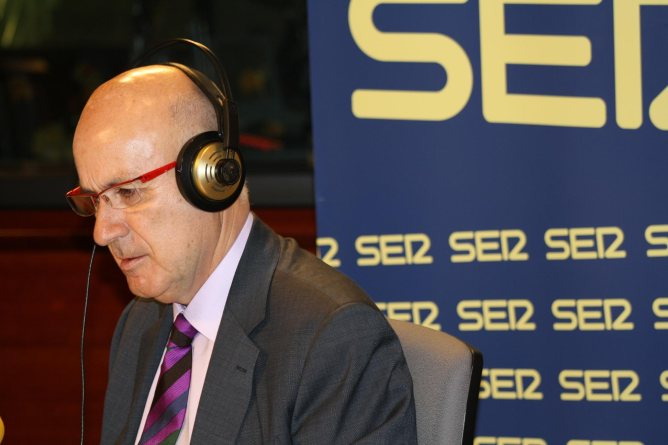 Josep Antoni Duran i Lleida, als estudis de Ràdio Barcelona