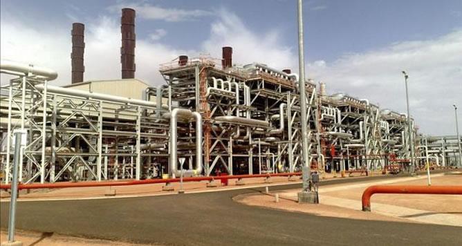 Imagen cedida por la petrolera British Petroleum (BP) el 16 de enero de 2013 que muestra la central de gas de Amenas, Argelia