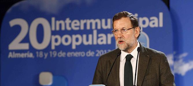 El presidente del Gobierno, Mariano Rajoy, durante su intervención  en la clausura de la reunión intermunicipal del PP, en Almería