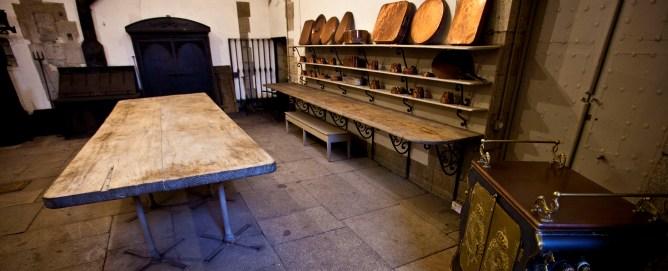 """""""Desde el siglo XIX, Madrid conserva las cocinas reales amuebladas, así como toda su documentación, en el Archivo General de Palacio, que permite reproducir fielmente cómo se cocinaba y quiénes eran los artífices de esos platos, ahora parte de la cultura gastronómica nacional""""."""