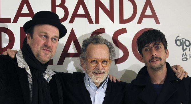 Fernando Colomo rodeado de Ignacio Mateos y Pierre Bénézit en la presentación de 'La banda Picasso'