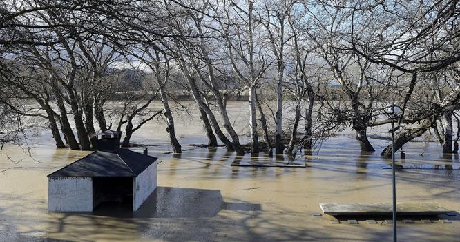 Vista de la crecida del río Ebro a su paso por la localidad de Gallur (Zaragoza).El río Ebro a su paso por Zaragoza ha alcanzado los 2,70 metros de altura