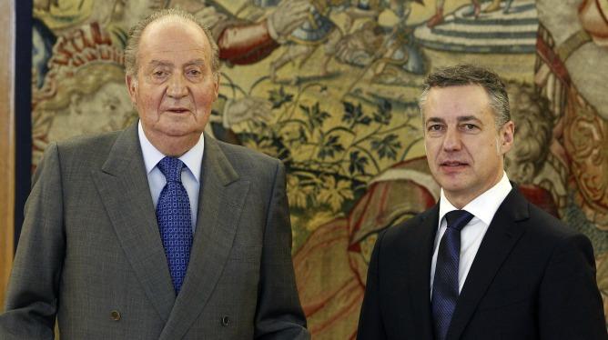 El rey Juan Carlos y el lehendakari Iñigo Urkullu durante la audiencia concedida este lunes en el Palacio de La Zarzuela