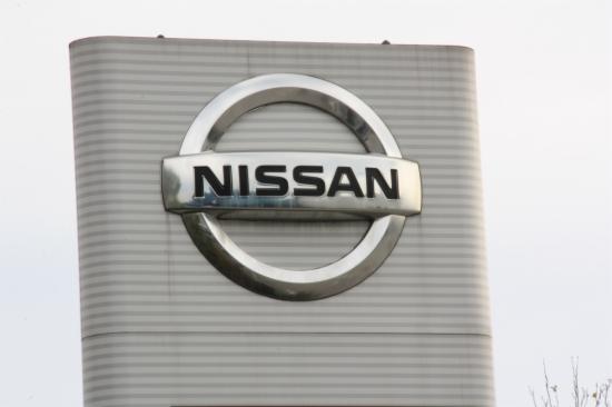 Panell amb el logo de Nissan a la planta de Zona Franca de Barcelona